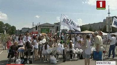 На площадке у Дворца спорта развернулся фестиваль  вышиванки