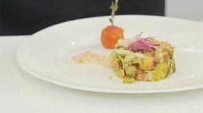 """Фирменный салат """"Тести"""" и маффины с ветчиной и сыром"""