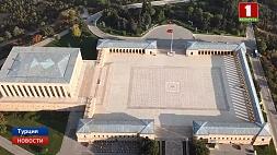 Александр Лукашенко возложил венок к усыпальнице первого Президента Турецкой Республики Мустафы Кемаля Аляксандр Лукашэнка ўсклаў вянок да пахавальні першага Прэзідэнта Турэцкай Рэспублікі Мустафы Кемаля Alexander Lukashenko lays wreath at tomb of first president of Republic of Turkey Mustafa Kemal