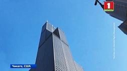 На небоскребе Уиллис-Тауэр в Чикаго под ногами туристов треснул пол