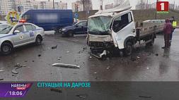 Неосторожный маневр привел к аварии Неасцярожны манеўр прывёў да аварыі