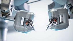 Робот впервые сшил сосуды человека