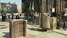 Немецкая полиция  установила  защитные каменные барьеры перед Кельнским собором Нямецкая паліцыя  ўсталявала  ахоўныя каменныя бар'еры перад Кёльнскім саборам