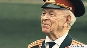Анатолий Саламатов. По его воспоминаниям написаны книги и составлены учебники истории.