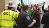 По меньшей мере 15 человек арестованы в Миннеаполисе  Сама меней 15 чалавек арыштаваныя ў Мінеапалісе