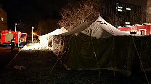 Во дворе Минской инфекционной больницы поставили палатки У двары Мінскай інфекцыйнай бальніцы паставілі палаткі